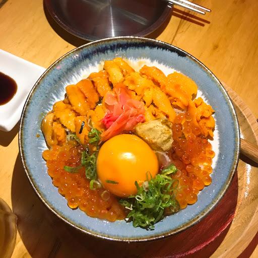 海膽丼的海膽是苦的,其他的餐點還可以,但4個人花了2500多卻沒吃飽,離開後又跑去旁邊陸光吃了一輪~