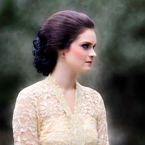 Anne in Kebaya by Bagoes Wahjoedi - People Portraits of Women ( netherland, dress, woman, java )