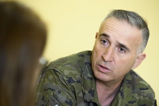 El general Llago, en un momento de la entrevista
