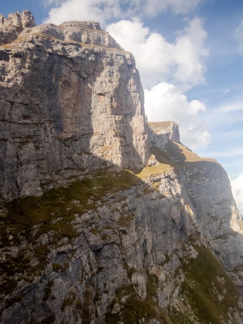 Valea Coştilei - Brâna Mare a Coştilei - Valea Albă (Munţii Bucegi)