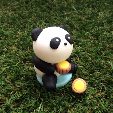 PANDA WITH EGG TART