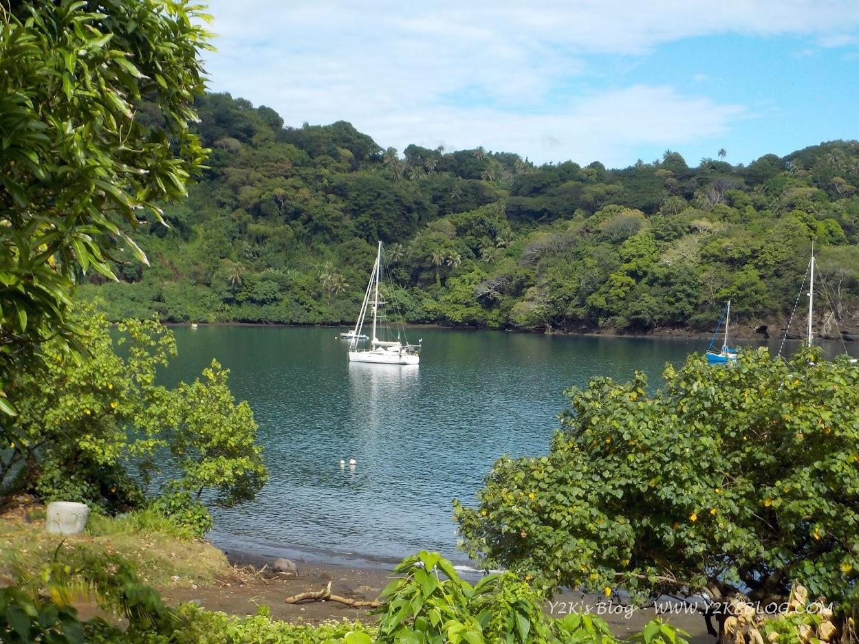 Y2K ancorata nella baia di Lolowai - Ambae