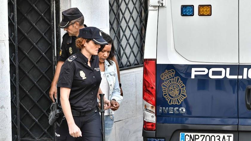 Salida de Ana Julia Quezada de la Audiencia de Almería durante el juicio