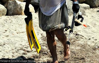 Photo: Fischjagd mit Schnorchel und einer Harpune (Dreizack)