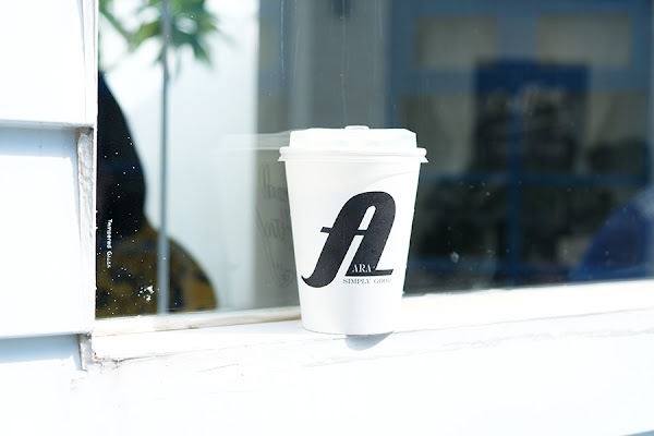 ARA Coffee Co | 極簡純白貨櫃咖啡店 自家烘培咖啡豆