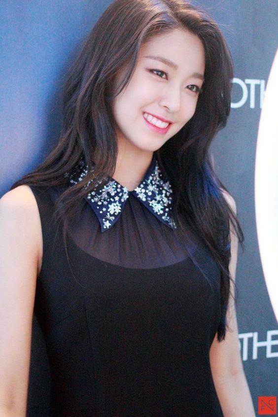 seolhyun black 34
