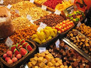 Photo: Barcelonan kauppahallin runsasta tarjontaa - myös makeisissa :-)