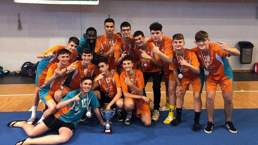 Los jugadores del Mintonette con la Copa de Andalucía.