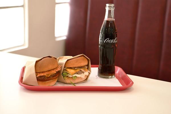 Everywhere burger club 漢堡俱樂部|兩個大男孩的手作漢堡,在台北城市裡重新出發。