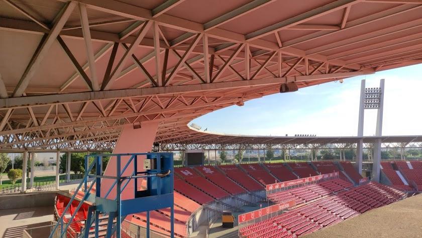 El Estadio de los Juegos Mediterráneos va pareciendo otro.