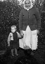 Photo: Näppi, mummo ja tyttö