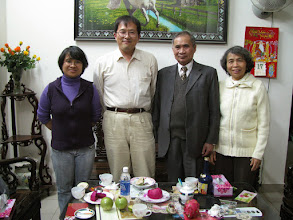 Photo: Dinner with Dr. Nguyen Anh and her family (Dec. 17, 2008)