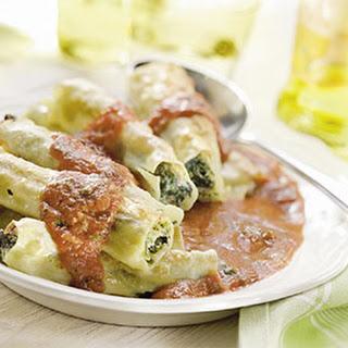 Cannelloni Gevuld Met Ricotta, Spinazie En Pijnboompitten, Met Tomatensaus