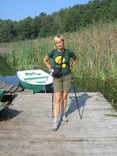 Photo: Koleżanka Agnieszka w stroju turystycznym i z odpowiednim sprzętem pozuje na pomoście.