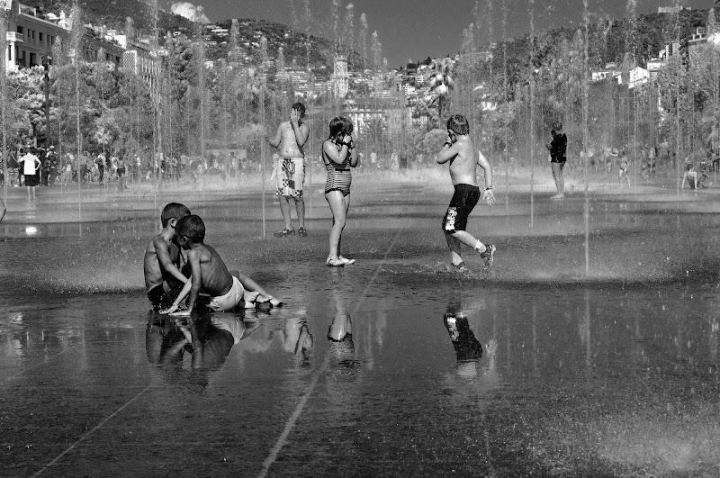 Acqua splenderà limpida sarà, Acqua porta via la guerra di kaos