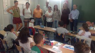 Visita de la delegada al colegio en Adra.