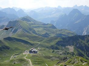 Photo: Südblick vom Nebelhorn: rechts die Höfats, dahinter der Große Krottenkopf, mit 2656m höchster Berg der Allgäuer Alpen