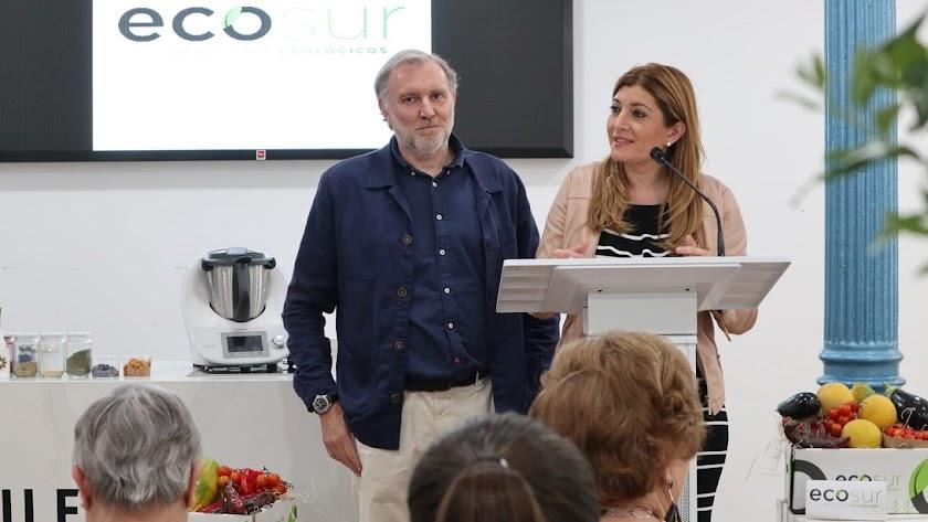 Carolina Lafita y Enrique de Mora durante la presentación del showcooking.