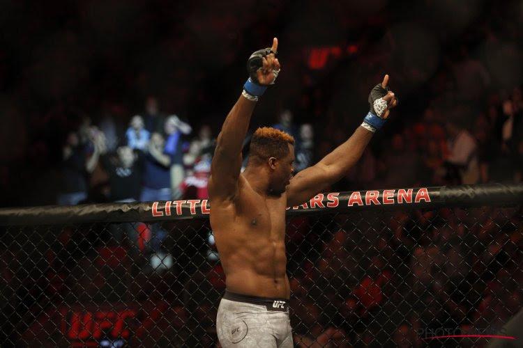 Francis Ngannou haalt uit met indrukwekkende knock-out en is de nieuwe wereldkampioen in de heavyweight