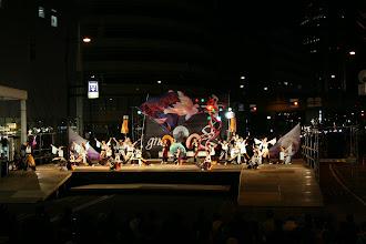 Photo: 2013年に行われた「第13回 浜松 がんこ祭」の写真です。がんこ祭は楽器の街浜松ならではの全国でも唯一「楽器を持って踊ること」のルールの元に、全国から約4500人の参加者と観客10万人が集まる毎年三月に行われるお祭りです。 ■ファイナル演舞の様子gnome(ノーム)  「浜松 がんこ祭 公式ホームページ」 http://www.ganko-matsuri.com/  2014年は3月15日(土)16日(日)と二日間開催されます。100を越えるチームが優勝を目指し、元気溢れる踊りを披露し、16日の浜松中心街において表彰される最優秀チームの栄誉を目指して競い合います。  ※ photo 「zeki」  http://zeki72.exblog.jp/ direct 「株式会社マツヤマデザイン」 http://www.md-f.jp/