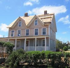 Photo: Rakenteilla oleva talo, joka ei vielä ole harmaa (mutta varmaan muutaman vuoden kuluttua viimeistään)