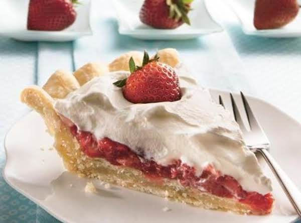Stuffed Crust Strawberry Cream Pie