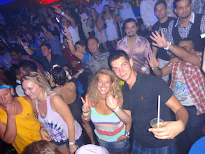Photo: Kuba s jednou ze sousedek z hostelu. Celej ten párty van byl plnej lidí z hostelu.