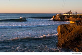 "Photo: Darryl ""Flea"" Virostko, Steamer Lane. Photo: Lowe-White #Surfer #SurferPhotos"