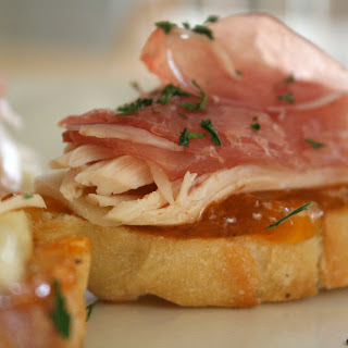Bruschetta W. Apricot, Roasted Chicken & Prosciutto.