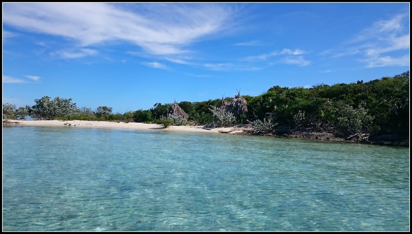 Bahamas-deserted-island.jpg