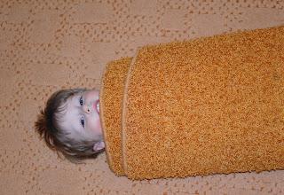 Photo: Vincent se rád roluje do koberce - Vincent likes to scroll to the carpet