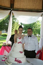 Photo: Заедно те отрязаха първото парче от сватбената торта - Аксел и Ергин в Ресторант Вила Марциана