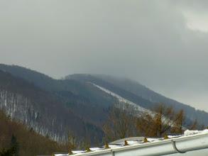 Photo: Gerade einmal einen Blick zum wolkenverhangenen Hocheck (1037m) riskiere ich; da kommt Einiges auf uns zu...