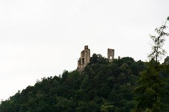 Photo: Do ruin już mi się nie chce jechać, więc tylko fotka z dołu i ruszam dalej gdy tylko zelżał deszcz.