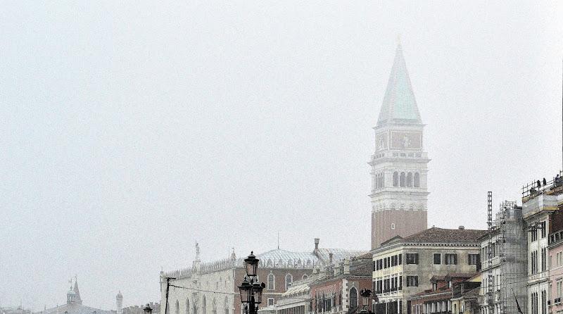Venezia sospesa nella nebbia di Cary