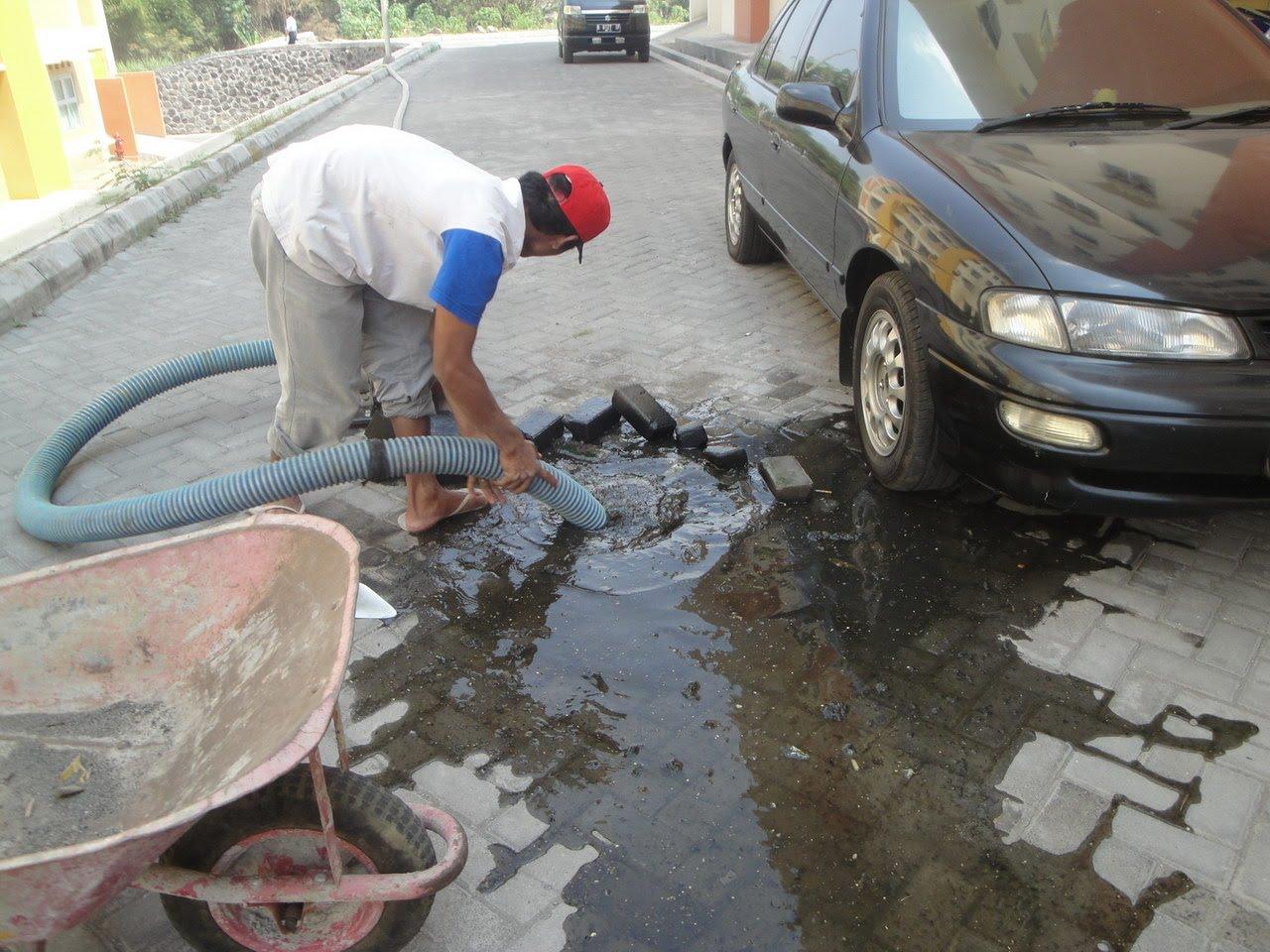 rusunawa sleman : perbaikan saluran pembuangan air kotor yang tersumbat