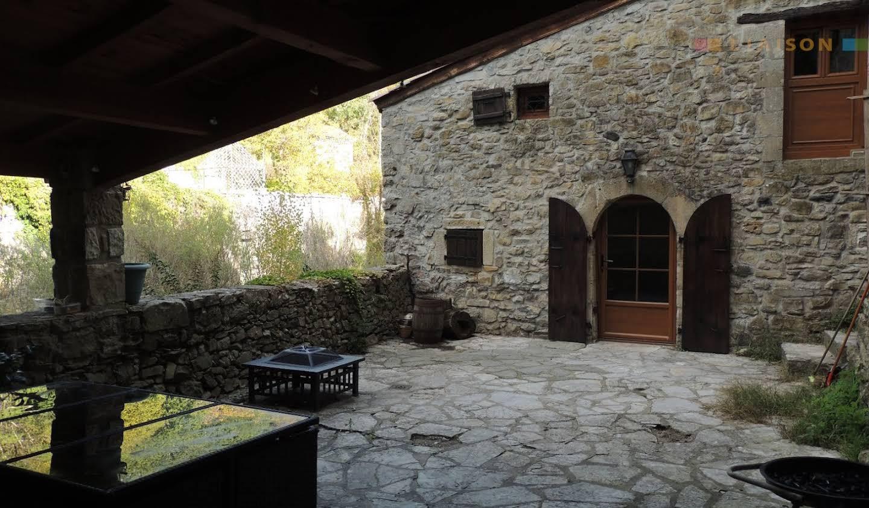 Maison avec terrasse Vesseaux