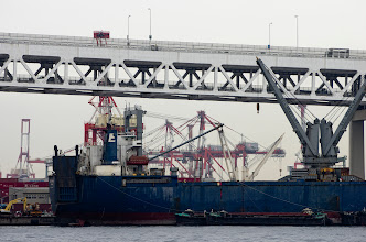 Photo: 横浜・川崎・羽田クルージングの続き。 ベイブリッジもいいけど、各種クレーンがたまらんです。  #yokohama  #baybridge  #pentaxusersjp