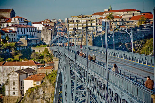 Portugal-Porto-Ponte-Dom-Luis - Ponte Dom Luis I was built in 1886, crossing the River Douro in Porto, Portugal.