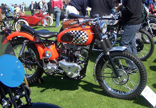 Bobber Triumph dans le style de la moto de Fonzi le célèbre héros de la série télévisé ''les jours heureux''.