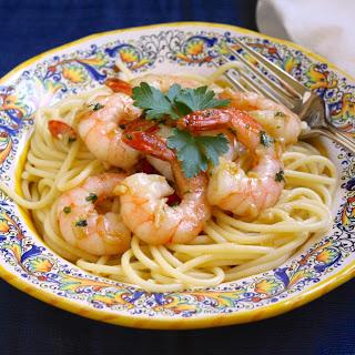 Simple Garlic & Butter Shrimp with Spaghetti (Shrimp Scampi).