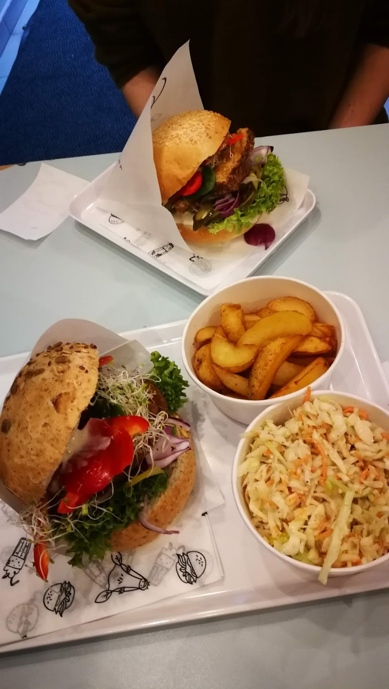 Wegańskie burgery.