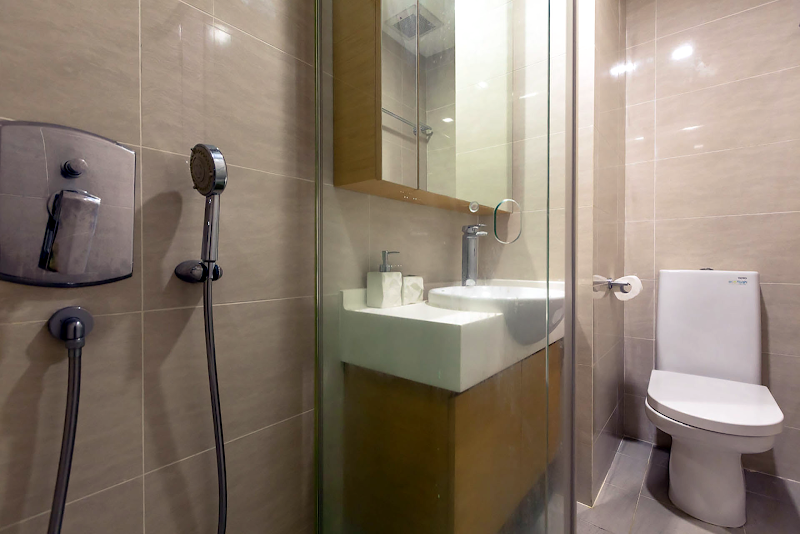 Family bathroom at Sims Avenue Serviced Residence
