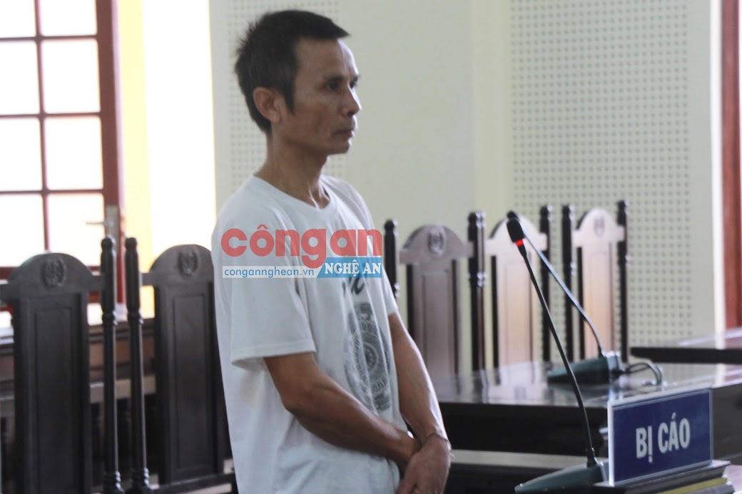 Bị cáo Loong Văn Hanh tại tòa