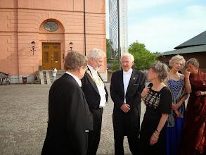 Photo: Rector magnificus Anders Hallberg och Birgitta med sina respektive.