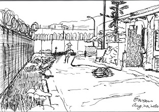 Photo: 內圍牆即景2010.08.20鋼筆畫 今天都派站都沒站過的勤務,所以手很癢,一連畫了幾張… 監獄的兩道圍牆,是自由與囚禁的分界線,除了高聳的圍牆,還有大片的圍籬及刺絲網… 除了飛鳥、貓、鼠之類的動物,任誰也無法自由進出…