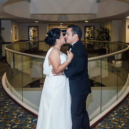 Wedding photographer Daimler Ferrera (WeddingLives). Photo of 27.09.2017