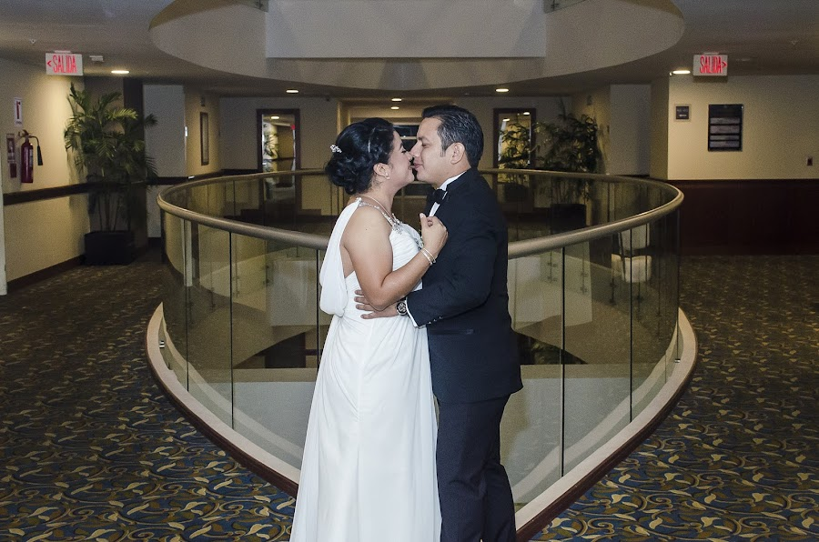 Fotógrafo de bodas Daimler Ferrera (WeddingLives). Foto del 27.09.2017