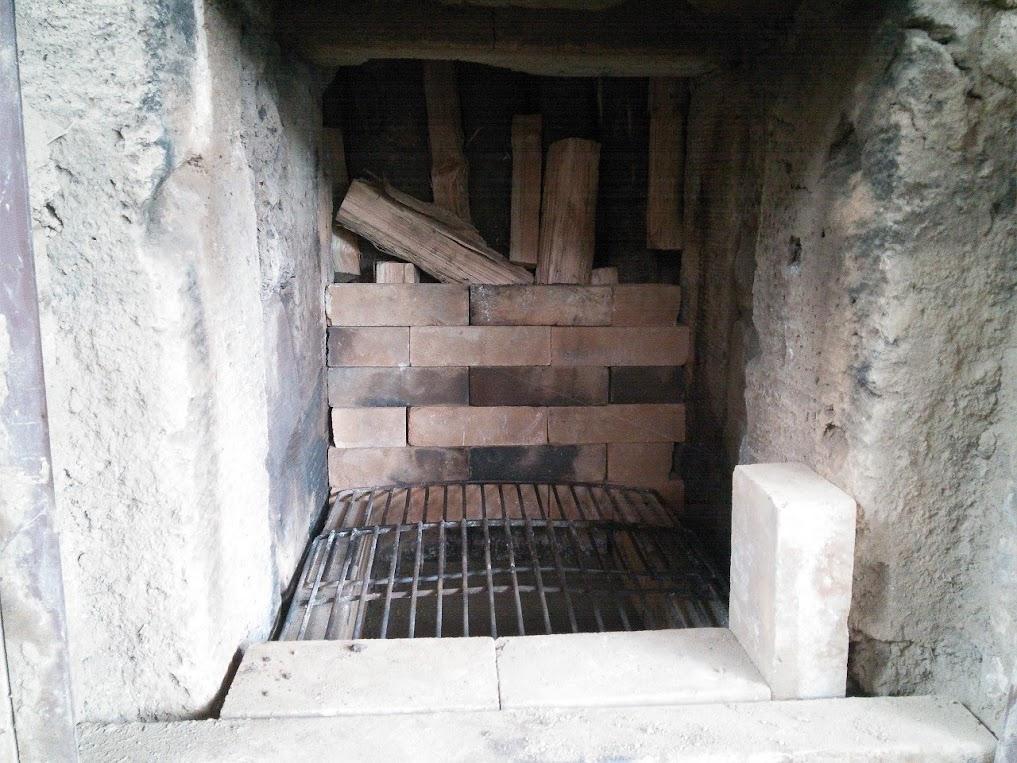 黒炭窯の中1