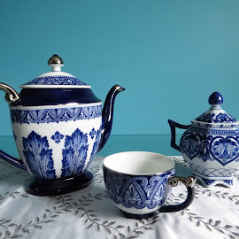 Blue and white chinawares by Maricor Bayotas-Brizzi - Artistic Objects Antiques (  )